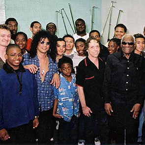 Ray Charles with L.A. high school kids from the Sir Charles Blues Lab